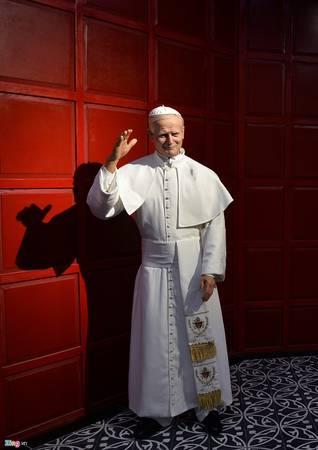 Trong ảnh là tượng Giáo hoàng Jean Paul II, người đứng đầu tòa thánh Vatican trong suốt 26 năm, kể từ năm 1978