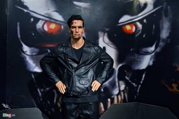 Diễn viên phim hành động người Mỹ, Arnold Schwarzenegger. Ngôi sao điện ảnh gốc Áo từng làm Thống đốc bang California (Mỹ), và giữ chức này trong hai nhiệm kỳ liên tiếp đến năm 2011.