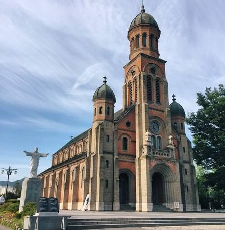 Nhà thờ Jeondong là một trong những nơi nổi tiếng mà bạn phải đến khi có dịp thăm Jeonju.
