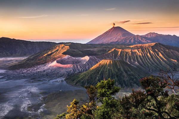 Núi lửa Bromo, một trong những kỳ quan thiên nhiên đẹp nhất của Indonesia.