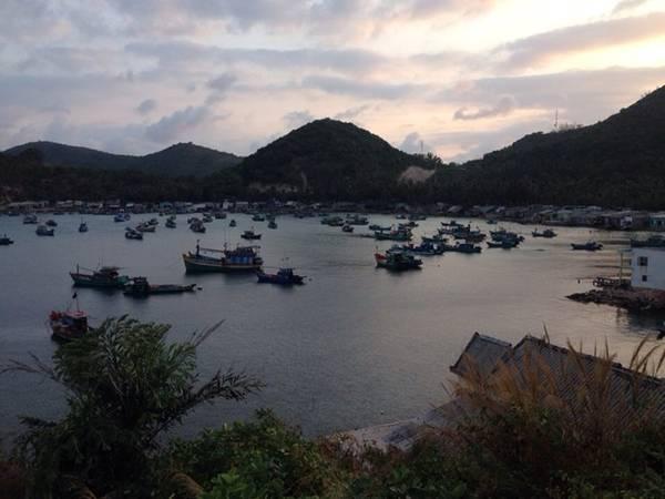 Người dân trên đảo sống bằng nghề nuôi trồng và đánh bắt hải sản.