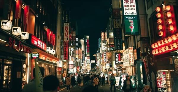 Phố Shinjuku - trung tâm hành chính của Tokyo, bên cạnh Shibuya. Đây là khu vực sầm uất nhất thủ đô Nhật Bản.