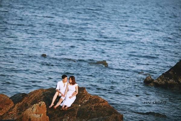 Cô Tô sẽ khiến các cặp đôi mê mẩn bằng những bãi biển hoang sơ với làn nước trong xanh cùng bờ cát trải dài. Nơi đây được coi là nơi hội tụ vẻ đẹp của trời, biển, rừng…
