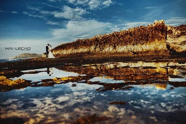 Cam Ranh (Khánh Hòa) với sự kết hợp của biển xanh, cát trắng luôn là địa điểm chụp ảnh cưới lý tưởng cho các cặp đôi với vô vàn bối cảnh khác nhau.