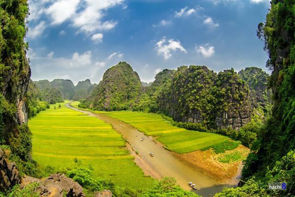 Ninh Bình được mệnh danh là địa chỉ vàng cho các phim cổ trang. Ảnh: Hachi8