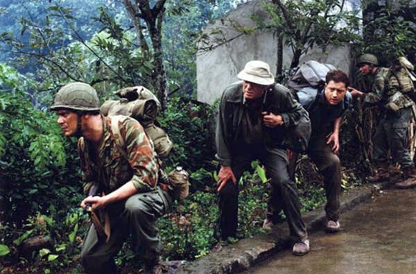 Nam diễn viên Brendan Fraser trong những cảnh quay ở Ninh Bình. Ảnh: Guardian/SMPS