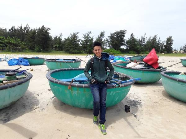 Lần này, tôi quyết định chọn Phan thiết - vùng đất vốn được mệnh danh là thiên đường của nắng và gió. Sau 4 tiếng đi xe máy từ Sài Gòn - Cát Lái - Bà Rịa - Hàm Thuận Nam, điểm đến đầu tiên chúng tôi dừng chân là hải đăng Kê Gà (Bình Thuận).