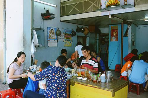 Ở quán bà Thừa, đôi khi bạn phải mất vài lần tìm đến mới thưởng thức được món ăn. Ảnh: Phong Vinh.