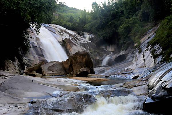 Những tầng trên của thác.
