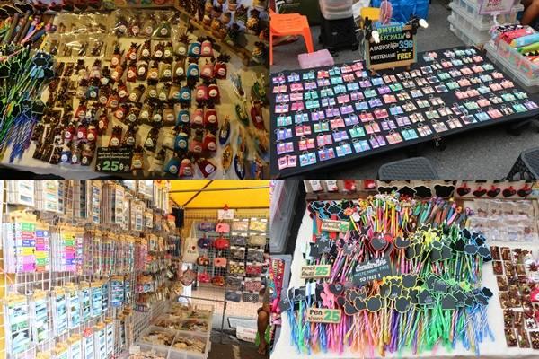 Giống như nhiều phiên chợ cuối tuần khác, chợ phiên Krabi còn bày bán rất nhiều đồ lưu niệm handmade để bạn mua về làm kỷ niệm hoặc làm quà. Những món đồ nhỏ xíu ở đây giá rẻ lại dễ thương vô cùng, khiến bạn đi dạo nhiều vòng vẫn không thể nào rời mắt được.