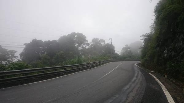 Chạy dài theo từ ngã ba Dầu Giây, qua tỉnh Đồng Nai, chúng ta sẽ tới tỉnh Lâm Đồng. Bắt đầu cuộc chinh phục con đèo tuyệt đẹp để lên thành phố, đèo Bảo Lộc.
