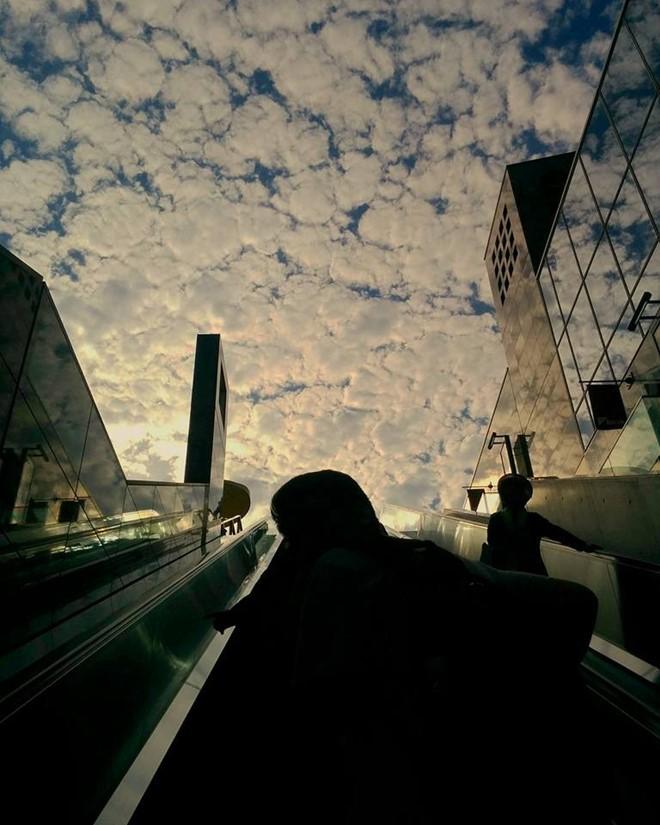 10. Thang cuốn: Mỗi thành phố ở Nhật đều có những quy định khác nhau về việc nên đứng ở phía nào khi đi thang cuốn, nhường đường cho những người đang vội. Nếu du lịch ở Osaka, bạn phải đứng về phía bên phải, còn ở Tokyo thì ngược lại.