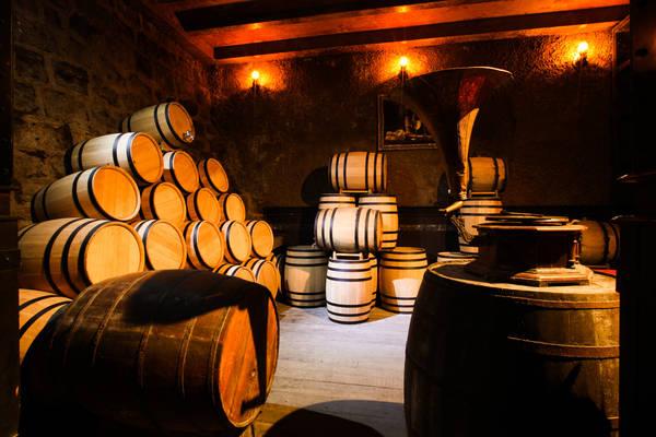 Hầm rượu vang. Ảnh: banahills