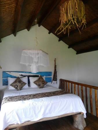 Giường ngủ là những cây gỗ được xếp đặt khéo léo, vừa vững chãi, vừa độc đáo