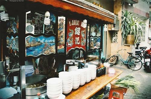 Trong suốt 70 năm qua, quán Thiệu Ký đều đặn mở cửa từ 7h sáng đến 1h đêm kể cả ngày lễ Tết. Ảnh: Depplus
