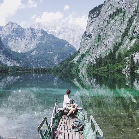Nhiều ảnh được Obenhoff chụp ở Đức và Áo. Trong ảnh là hồ Obersee ở Bavaria, Đức.
