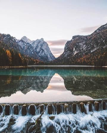 Mỗi bức ảnh của Obenhoff đều nhận được hàng nghìn lượt yêu thích trên Instagram, như ảnh chụp điểm cắm trại nổi tiếng Toblacher See ở Dolomites, Italy.