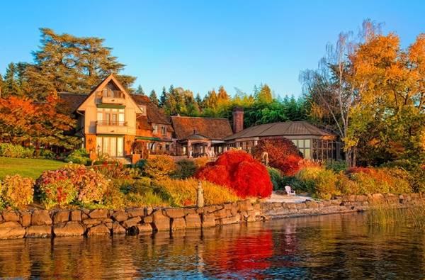 Một khu nhà ở Seattle, Washington, Mỹ dưới cái nắng vàng của mùa thu.