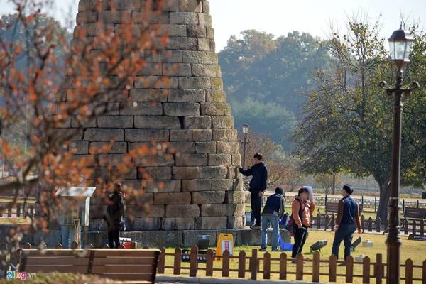 Chiêm tinh đài có cấu trúc bằng đá, là sự kết hợp độc đáo của kiến trúc cổ xưa.
