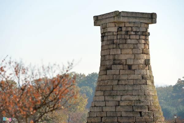 Toàn bộ đài thiên văn cao 9,5 m. Đây là báu vật thứ 31 của Hàn Quốc và là di sản quan trọng trong quần thể di sản cố đô Gyeongju. Vào ngày 20/12/1962, nó đã được UNESCO công nhận là di sản văn hoá thế giới.
