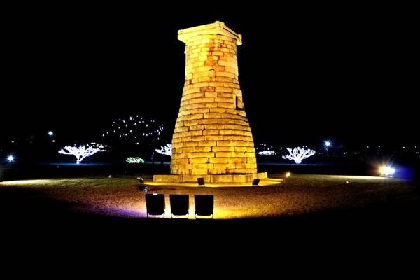 Đài thiên văn được xây dựng từ 362 viên đá granite, thể hiện cho 362 ngày trong năm theo Âm lịch của người Sila.