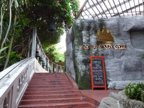 Đường lên ngọn bảo tháp sẽ có một quán cà phê nhỏ để du khách nghỉ chân với khung cảnh thơ mộng. Ảnh: Danny Tran