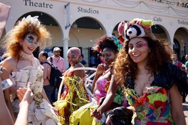 Những người đẹp độc đáo trong lễ hội hóa trang - Ảnh: TUẤN NGUYỄN