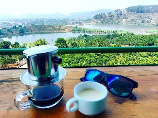Mê Linh Coffee là điểm ngắm cảnh tuyệt đẹp. Ảnh: Nguyen Tuan Anh.