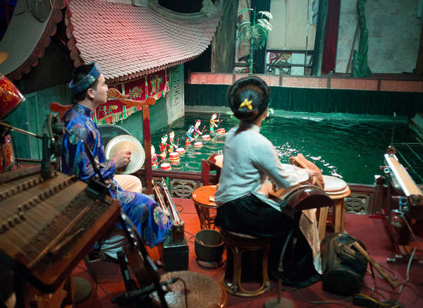 Thưởng thức kem Tràng tiền và ngắm hoàng hôn trên cầu Long Biên là những điều không thể bỏ lỡ khi đi thăm thú Hà Nội. Ở Hà Nội, với mình có 2 nơi ngắm hoàng hôn đẹp nhất là trên cầu Long Biên và bên kè Hồ Tây.