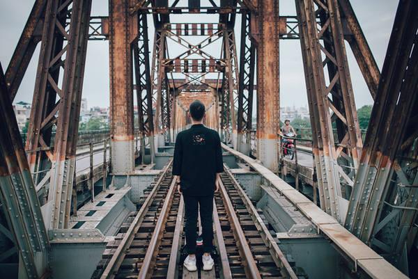 Ngắm hoàng hôn trên cầu Long Biên là điều không thể bỏ lỡ