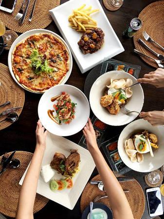 Tuy nhiên, nam ca sĩ Miền cát trắng lại cảm thấy đồ ăn ở Bali khá khó ăn, với cách chế biến kiểu địa phương, ít bỏ gia vị. Món ăn mà Quang Vinh thích nhất ở cơm nasi goreng và mì goreng, ngoài ra còn có kem mãng cầu. Những ngày sau đó, anh cùng bạn bè đi chợ và tự nấu đồ ăn.