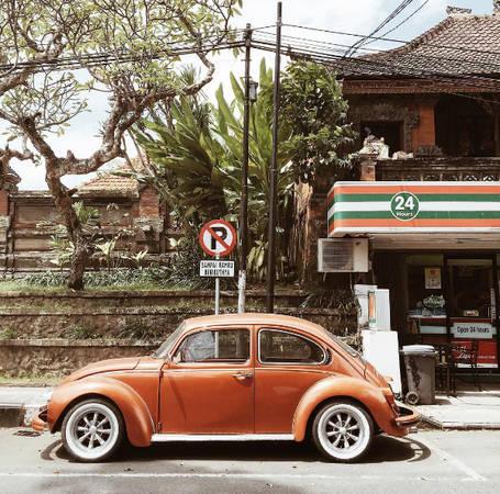 Đường ở Bali khá nhỏ, chật hẹp, hai xe tránh nhau thường khá vất vả.