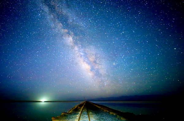 Dù vào thời điểm nào trong ngày, hồ muối Chaka cũng mang đến những khung cảnh huyền ảo.