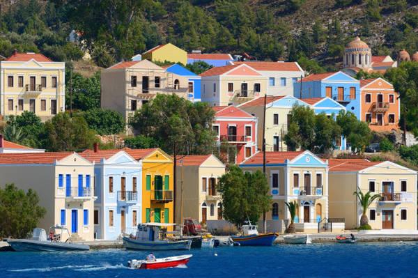 Những căn nhà với phong cách đặc trưng ở Kastellorizo - Ảnh: wp