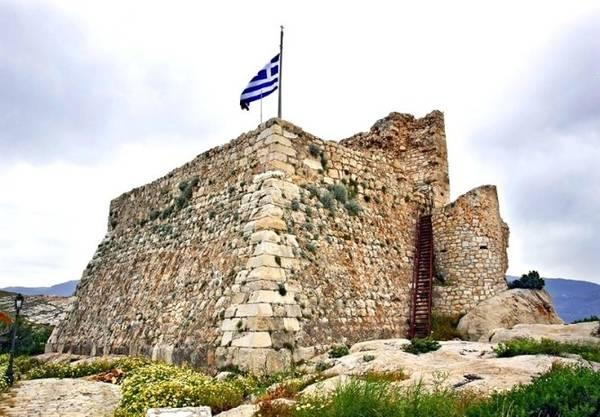 Phế tích lâu đài các hiệp sĩ Thánh John - Ảnh: sunny-greece.com