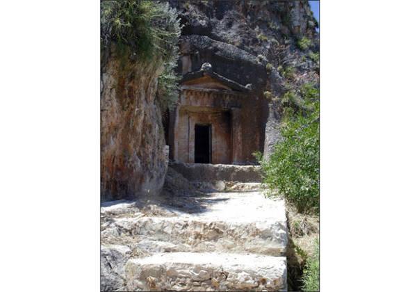 Ngôi mộ Lycian - Ảnh: mcgilchristsgreekislands