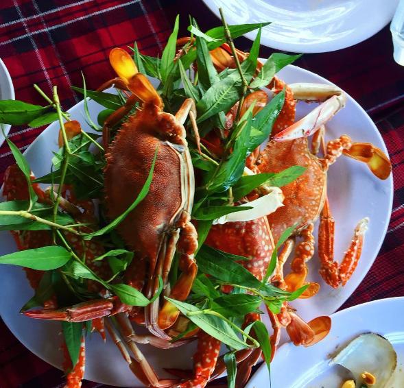 Hải sản ở Long Sơn rất tươi và ngon.