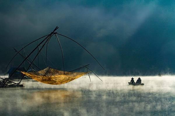 Dậy thật sớm, dạo một vòng quanh Hồ Xuân Hương, bạn sẽ được cảm nhận vẻ đẹp bình yên, nhẹ nhàng trong tiết trời se lạnh.
