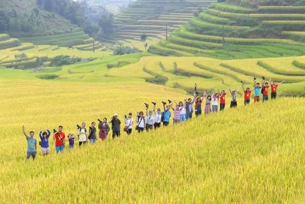 Ngay từ thời điểm này, nhiều đoàn phượt của những bạn trẻ đam mê du lịch đã khởi hành đi Hoàng Su Phì để 'săn lúa' khi nơi này chưa quá đông như các điểm đến còn lại. Ảnh: Chu Việt Bắc.