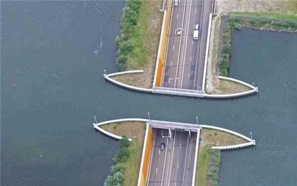 Theo thiết kế này, ô tô và người đi bộ bớt được những đoạn đường vòng lên cầu, đường đi ngắn lại và thỏa thích ngắm cảnh.