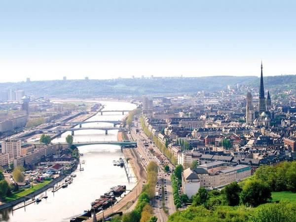 Rouen là thành phố cảng nằm bên bờ sông Seine, thuộc tỉnh Seine-Maritime. Đây là vùng đất quan trọng trong thời La Mã và Trung cổ, với nhiều nhà thờ theo phong cách Gothic. Ảnh: Lepinelocation.