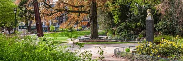 Quảng trường Verdrel: Nếu muốn thư giãn sau một ngày khám phá Rouen, du khách có thể tới ốc đảo xanh nằm ở trung tâm thành phố này. Verdrel là một công viên rợp bóng cây, với hồ nước tuyệt đẹp, được người dân thành phố yêu thích. Ảnh: Panoram-art.