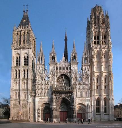 Nhà thờ Notre-Dame: Nằm ở trung tâm khu phố cổ, Notre-Dame là một trong những nhà thờ Gothic lớn và ấn tượng nhất nước Pháp. Phần chính của nhà thờ được xây dựng vào thế kỷ 13 và đến thế kỷ 16 mới hoàn thiện. Ảnh: Traveltoeat.