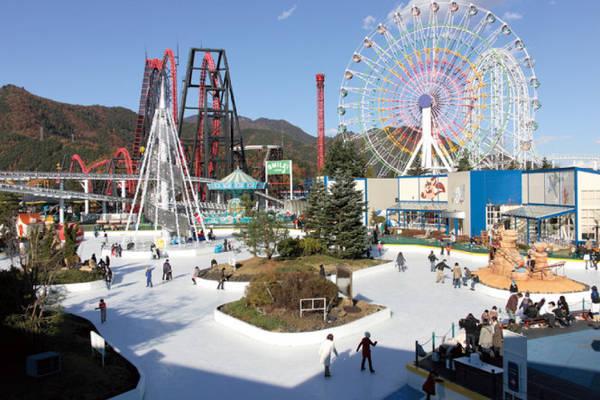 Sân băng ở công viên Fuji-Q Highland - Ảnh: wp