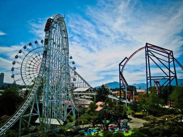 Những đường lượn cực kỳ chóng mặt ở Fuji-Q Highland - Ảnh: wp