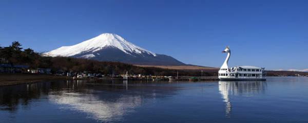 Du thuyền trên hồ Kawaguchi - Ảnh: tourisme-japon