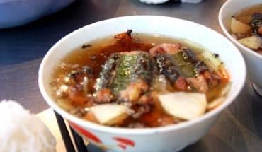 nhung-quan-an-chat-choi-van-dat-khach-o-cho-dong-xuan-ivivu-2