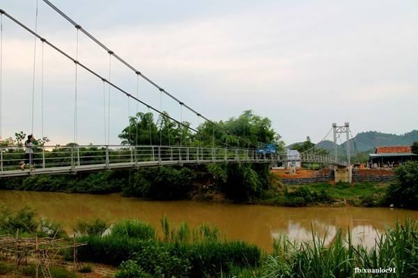 Đến Tà Lài hoặc vùng dân cư gần rừng Cát Tiên tìm hiểu cuộc sống của người dân nơi đây.