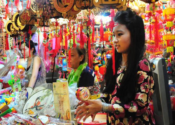 Pho long den Sai Gon ruc ro don Trung thu