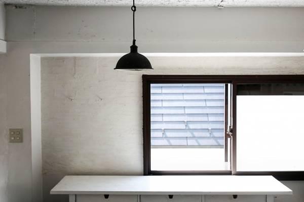Giữ nhà bếp ngăn nắp rất dễ dàng khi tại không ngập tràn dao dĩa và những dụng cụ khác.
